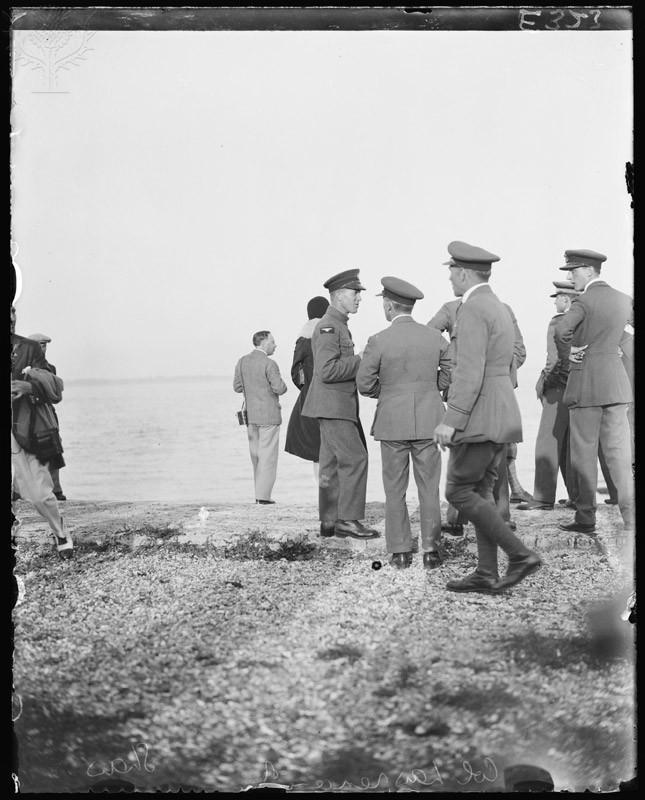 Septiembre de 1934. T. E. Lawrence, primero por la izda. con insignia.